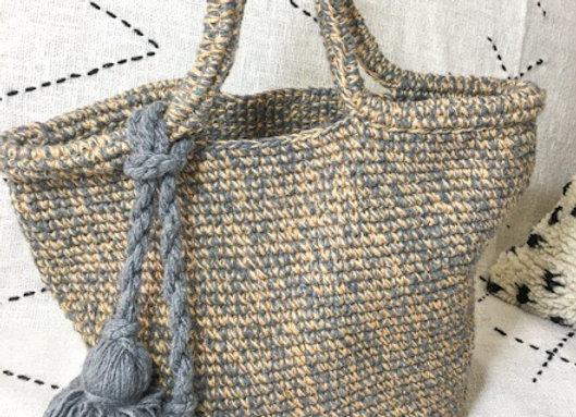 Panier crochet en laine et jute, porté épaule