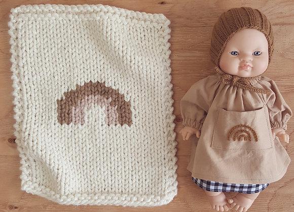 Robe brodée arc-en-ciel pour poupée Paola Reina