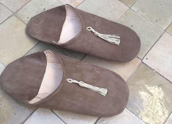 Babouches adultes taupe en nubuck