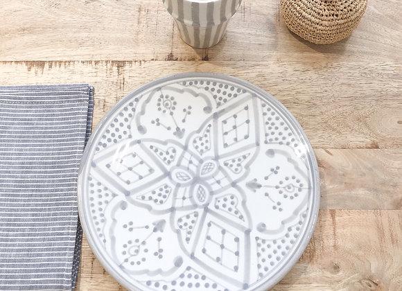 Assiette en céramique à motifs berbères gris
