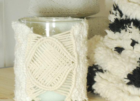 Bougie  avec décoration en laine tissée