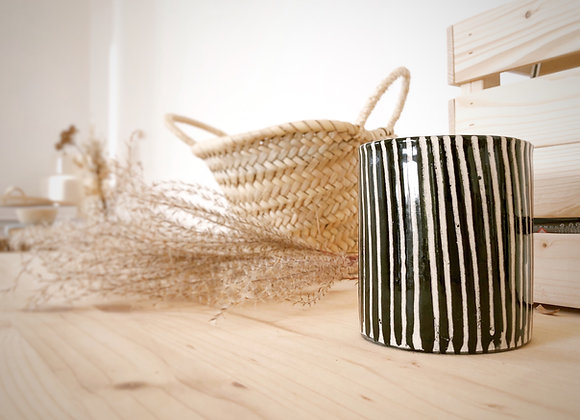 Bougie dans un pot céramique noir et blanc zébré