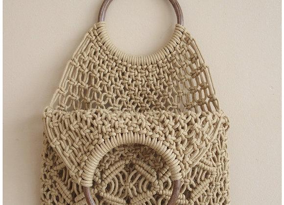 Cabas beige en corde coton macramé, anses en bois.