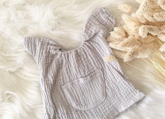 Robe Jeanne gris pâle pour poupée Minikane