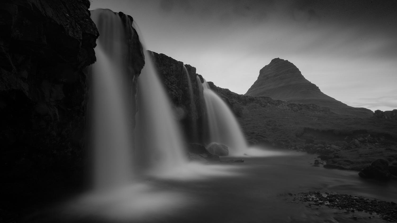 キルキュフェットル山(Kirkjufell)