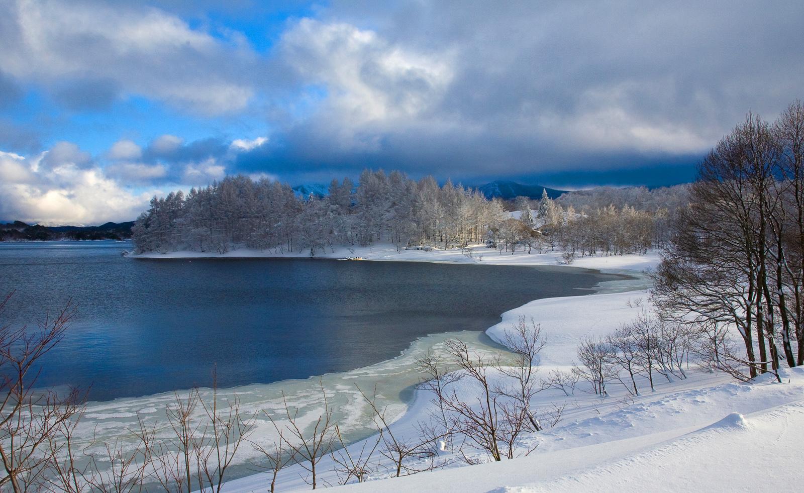 厳冬の桧原湖