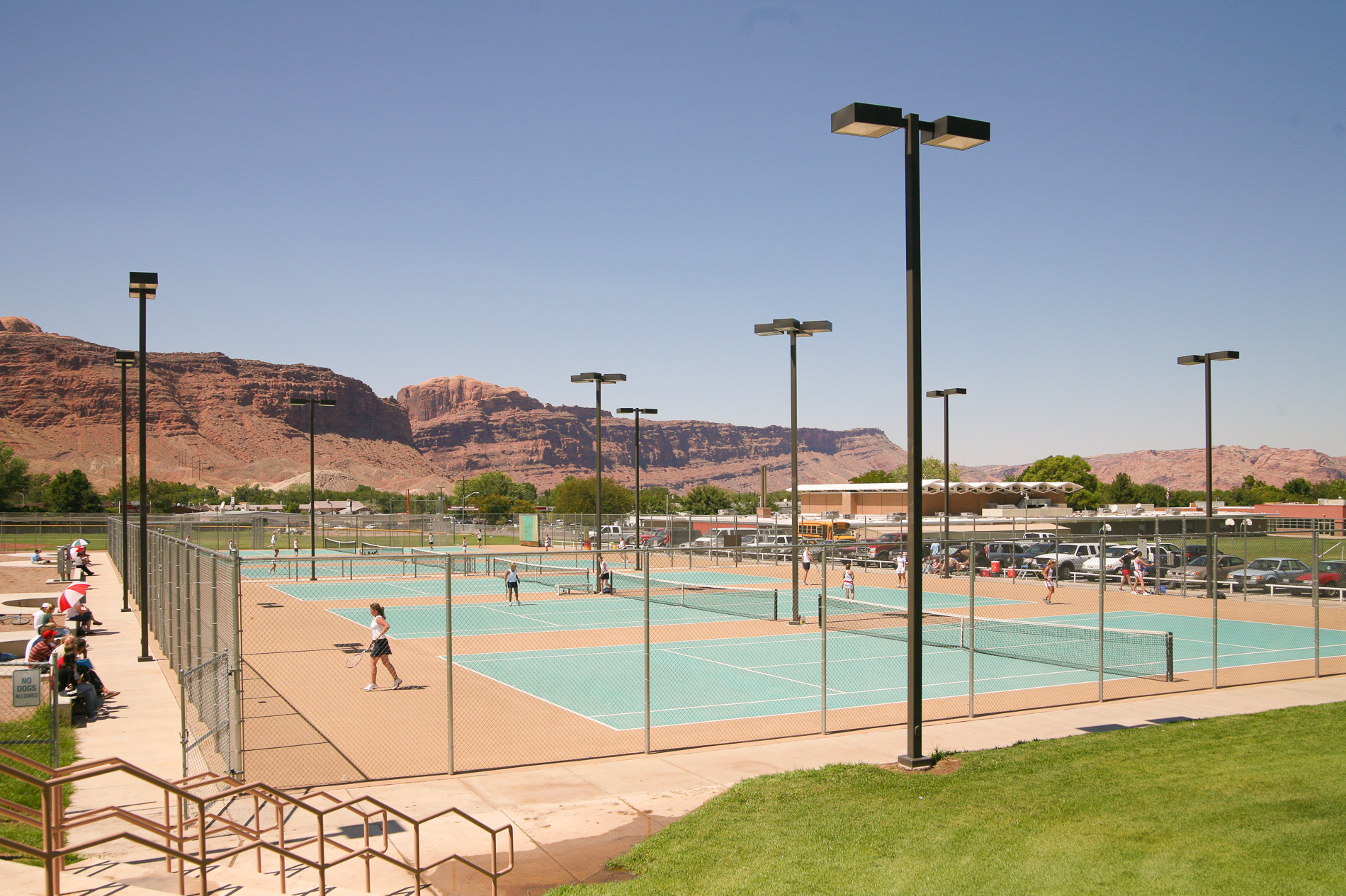 USA・モアブ郊外のテニス場