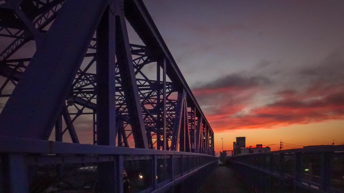 陸橋と夕暮れ