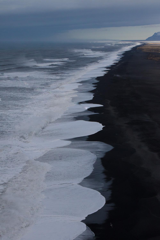 レイニスフィヤラのブラックサンドビーチ
