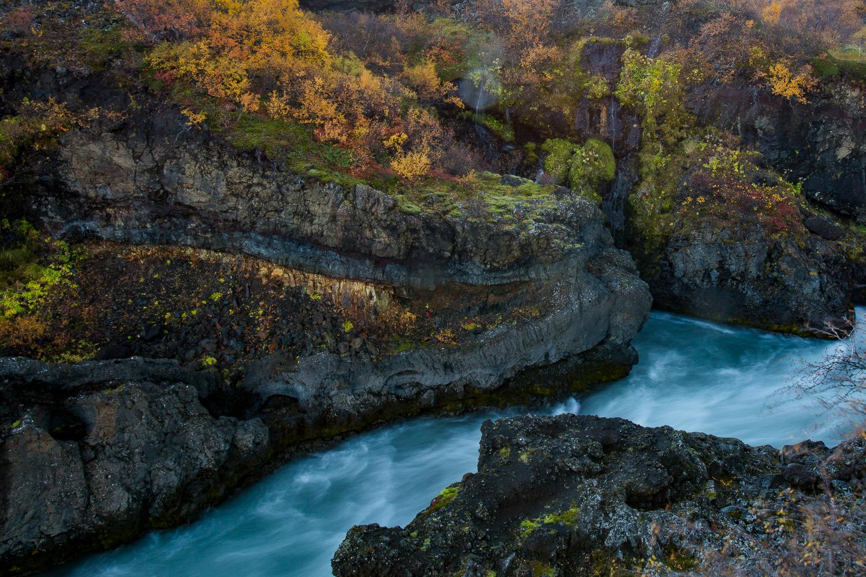 フロインフォッサルの滝 Hraunfossar