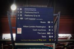パディントン駅の案内板