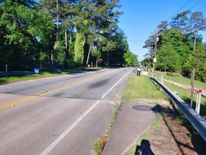 lack_of_sidewalk_west_of_bridge_2_je.jpg