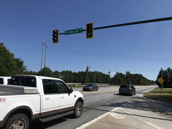 veterans-pkwy_us-80-eb_intersection.JPG