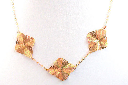 שרשרת גולדפילד עם אלמנטים בצורת פרח