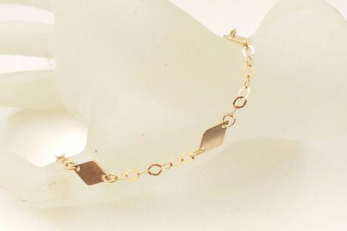 צמיד גולדפילד עם אלמנטים מעוין.Goldfilled rhombus elements bracelet