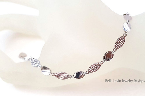 צמיד כסף. חוליות אובליות בגימור שונה.Oval silver link bracelet
