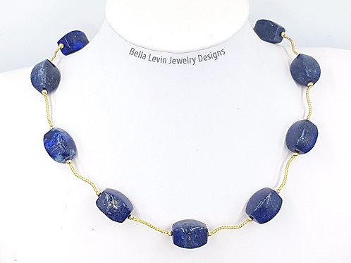 שרשרת לאפיס לזוליי עם צינוריות גולדפילד. Lapis Lazuli beads and goldfilled tubes