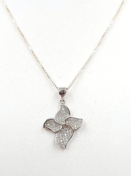 פרח כסוף משובץ זרקונים . כסף.Sparkling silver flower