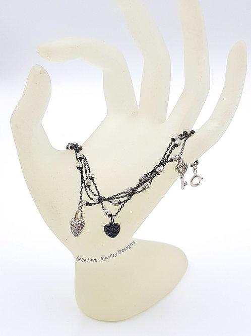 מפתח של הלב. צמיד כסף. Silver bracelet. Sparkling hearts charms