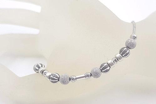 צמיד כסף  עם חרוזי כסף חופשיים.Free moving sterling silver beads