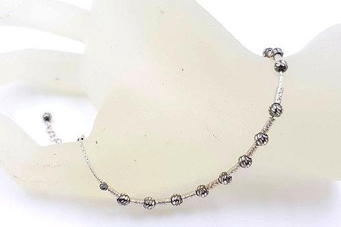 צמיד כסף עם חרוזים בתנועה חופשית.Lovely bracelet with freely moving silver beads