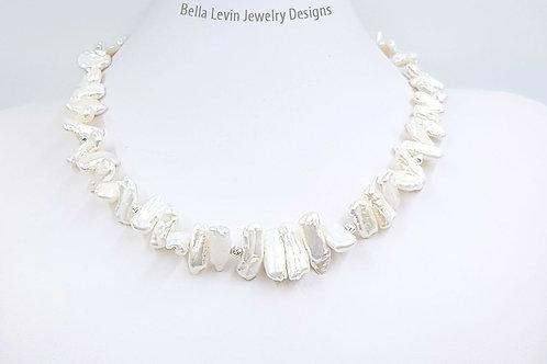 חרוזי פנינה לבנים ומוארכים. White long pearls necklace. Sterling Silver beads