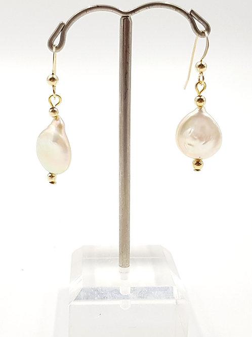 פנינים וחרוזי גולדפילד. Pearls and goldfilled beads