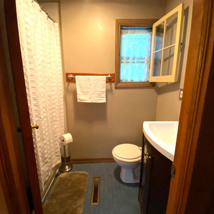 Fireside Pines Full Bath with shower/tub combo