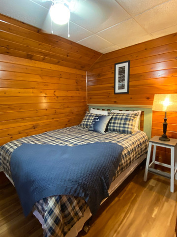 The Toasted Marshmallow bedroom - queen bed