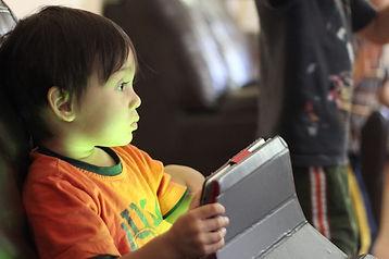 children_tablet_1536692716-1024x682.jpg