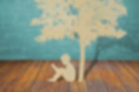 Menino-lendo-debaixo-de-uma-árvore.jpg