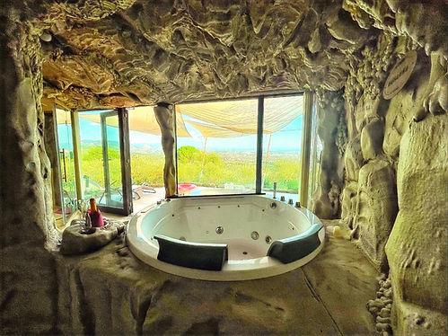 spa panoramica con vasca a idromassaggio in toscana - uso esclusivo in camera_edited.jpg