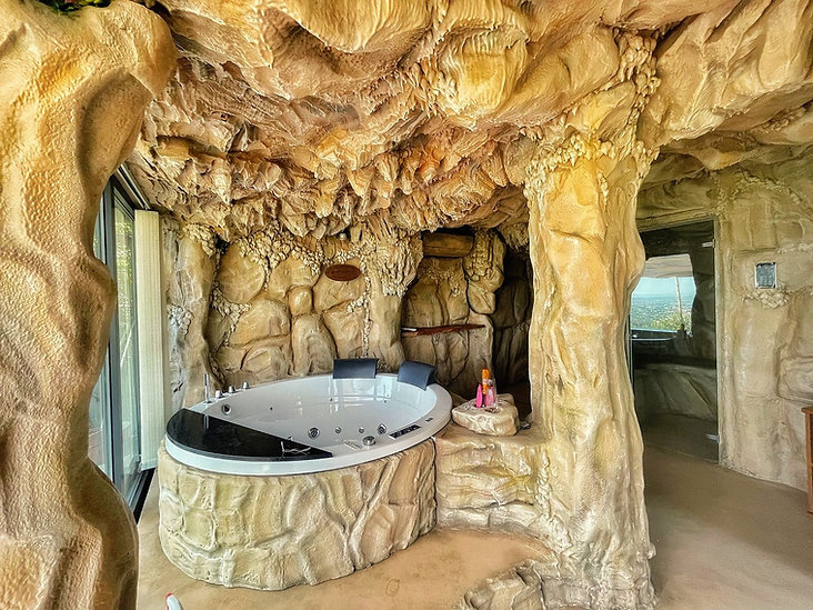 spa panoramica ad uso privato in toscana_luci_colorate.jpg