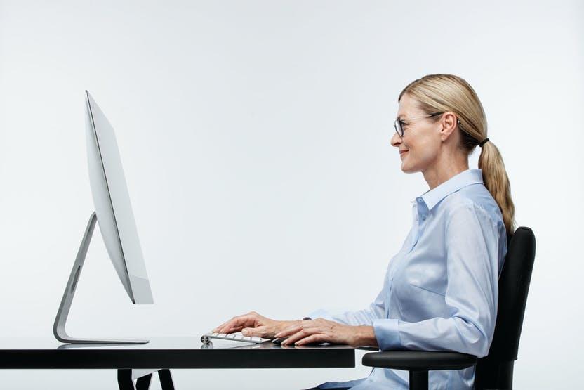 postura e occhiali per migliorare il tuo lavoro in ufficio