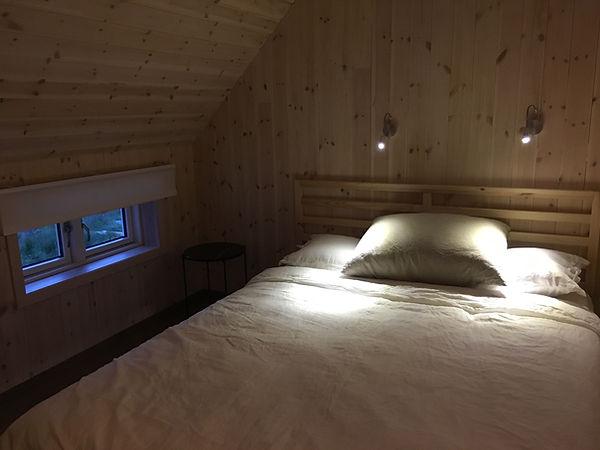 Inni Granskogen tilbyr overnatting på Sandøya.