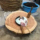 うちわの形を作る叩きガマ_台は木の輪切り✨_#うちわ #うちわ作り _#香川県