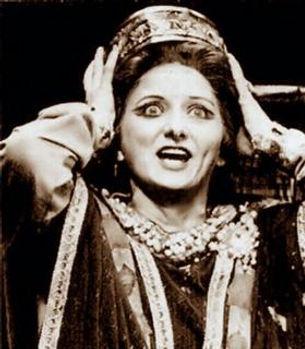 Pauline_Tinsley_as_Lady_Macbeth_in_Cardi