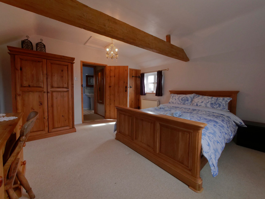 The Butchers Arms- Eldersfield- Holiday Cottage bedroom