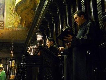 monges beneditinos.jpg