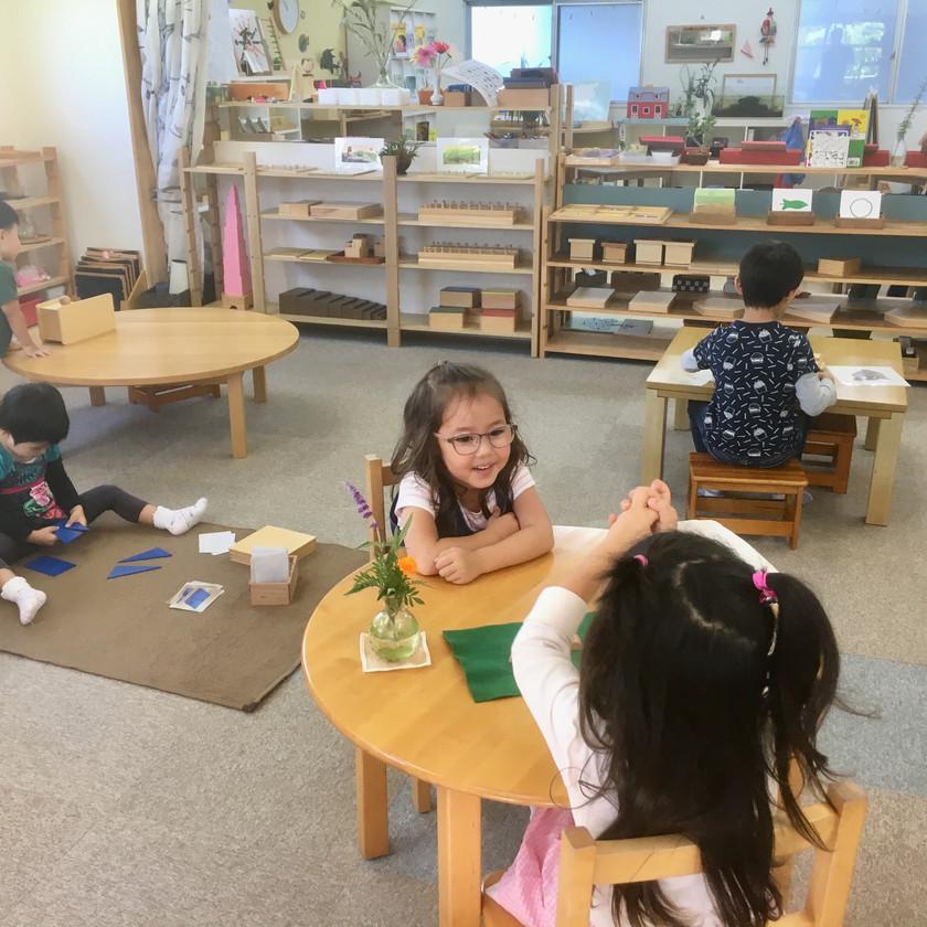 子どもはそれぞれの課題に主体的に取り組む