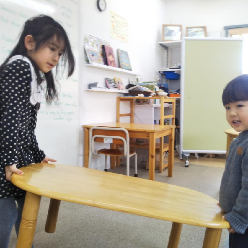 年長児と年少児が協働。