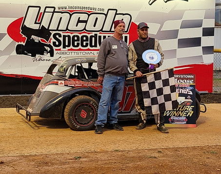 Bob Stough Best in Thrilling Lincoln Legends Feature Finish