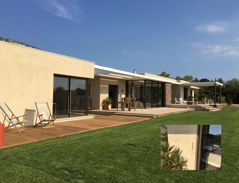 Installation d'un système d'alarme et de vidéosurveillance extérieur dans une nouvelle villa