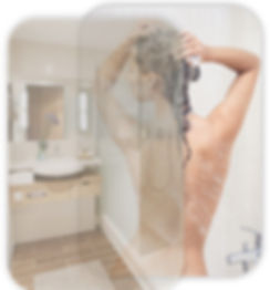 femme salle de bain.jpg