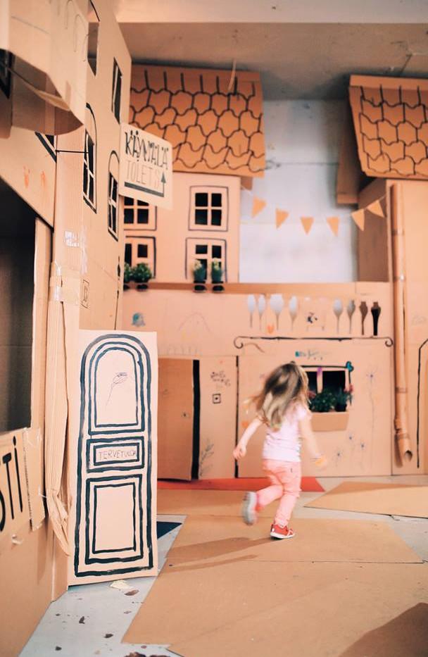 Cardboard city for Skidit Festarit