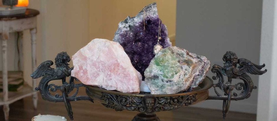 8 Perfect Crystals To Bring More Positivity to Your Bathroom