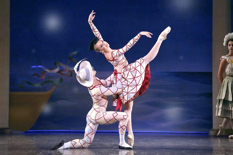 Los Angeles Ballet The Nutcracker Harlequin Columbine Bulle