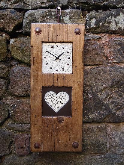 Vintage Crackle Heart Clock