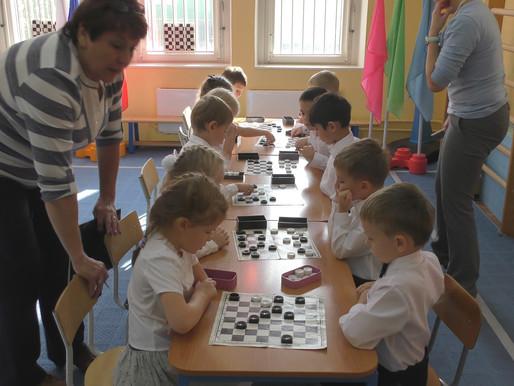 ⚫⚪⚫ ДЕТСКИЙ ТУРНИР по шашкам. КТО самый сильный игрок?