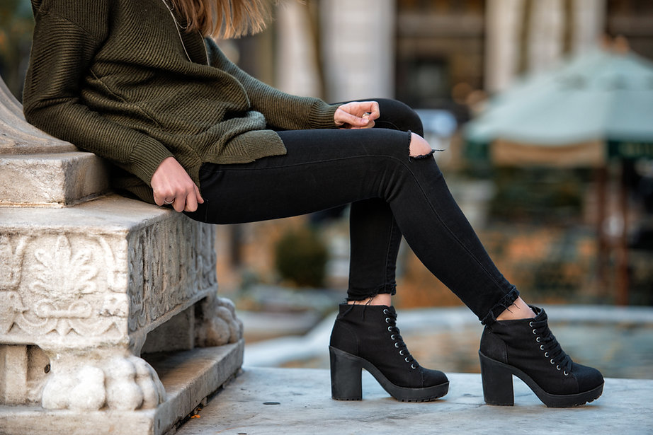 Woman fall wear street style with black pants and sweater